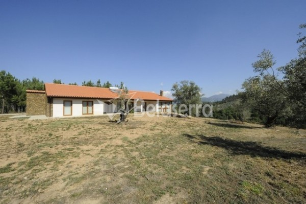 Casa de habitação em Vila Cova do Alva