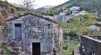 Casa de arrumos em Alvoco da Serra
