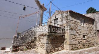 Casa de habitação em granito para recuperar em Gouveia