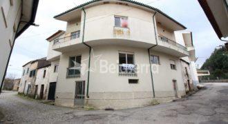 Casa de habitação em Girabolhos