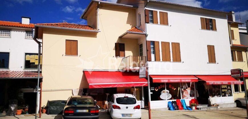 Edifício comercial e habitacional no Sabugueiro