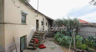 Casa de habitação com terreno em Paços da Serra