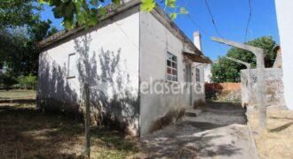 Casa de habitação com terreno em Moimenta da Serra