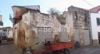 Casa de habitação em ruína em Torrozelo