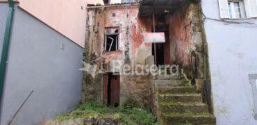 Casa de habitação em granito para recuperar em Moimenta da Serra
